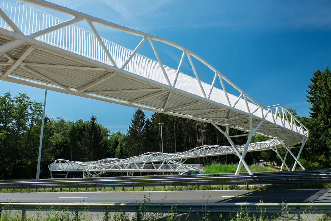 Fietsbrug over de N76 in Genk